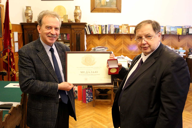 Проректор по научной работе МАРХИ Г.В. Есаулов награжден медалью Российской академии художеств